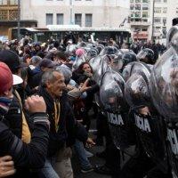 Represión en la 9 de Julio, la Policía reprimió y detuvo a manifestantes