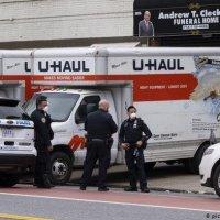 Estados Unidos oculta los muertos por la pandemia en camiones
