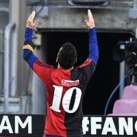 Un grande: Messi festejo un gol con la camiseta de Diego Maradona y rompió todas las reglas contractuales